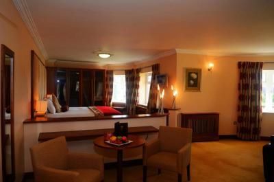 Ashdown Park Hotel - image 3