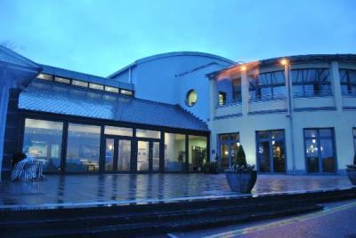 Ballyroe Heights Hotel - image 2