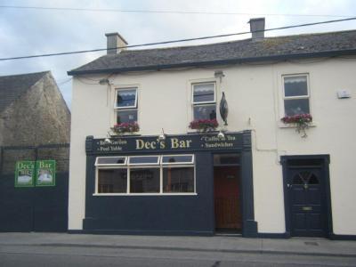 Dec's Bar - image 1