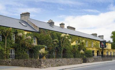 Dunraven Arms Hotel - image 1