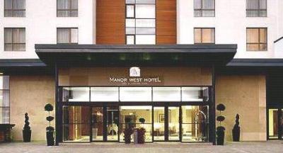 Manor West Hotel - image 3
