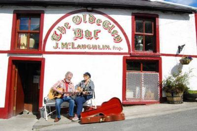 The Olde Glen Bar - image 1