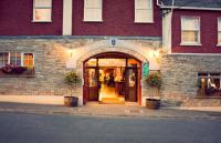 Breffni Arms Hotel - image 1