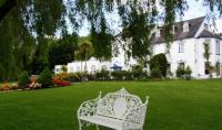 Innishannon Hotel - image 1