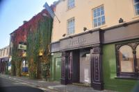 Kierans Folk House & Bacchus Nightclub - image 1